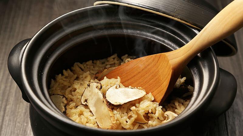 菊芋入り炊き込みご飯で満足感アップ!きのこや鶏肉でさらに女性に◎